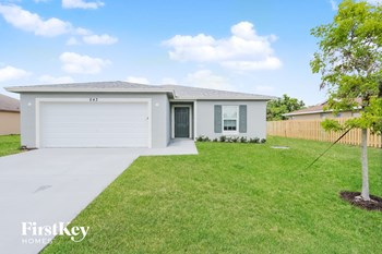643 SW Sail Terrace 4 Beds House for Rent Photo Gallery 1