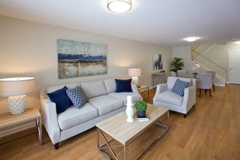 122 Colborne Street East 3 Beds Apartment for Rent Photo Gallery 1