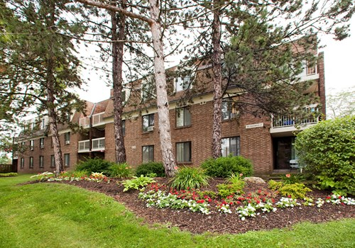 Squire Court Apartments Community Thumbnail 1