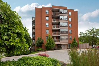 15 Regency Crescent 1-2 Beds Apartment for Rent Photo Gallery 1