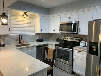 1900 Peach Ave 2 Beds Apartment for Rent Photo Gallery 1
