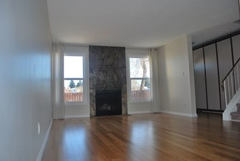 (0106 Z2) 1190 Knottwood Road NW 3 Beds House for Rent Photo Gallery 1