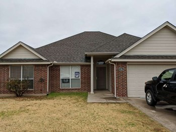 700 W Aldine Ct 4 Beds House for Rent Photo Gallery 1