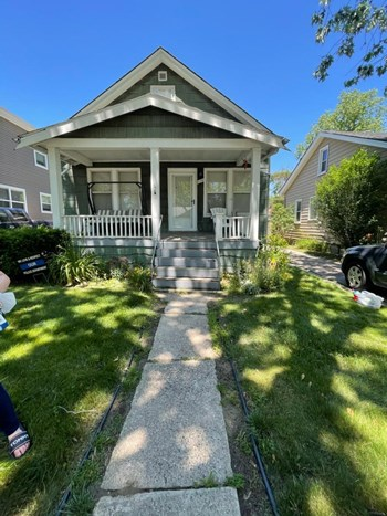 2174 Earlmont Ave (Upper) Studio Apartment for Rent Photo Gallery 1