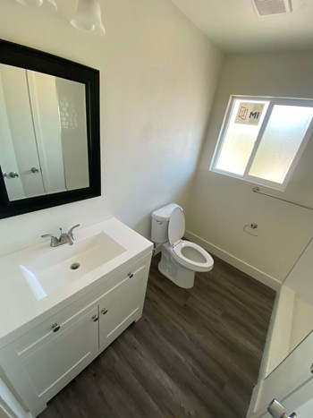 2432 S. Cedar Ave 2 Beds Apartment for Rent Photo Gallery 1