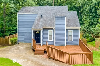 6566 OAKWOOD DR 4 Beds House for Rent Photo Gallery 1