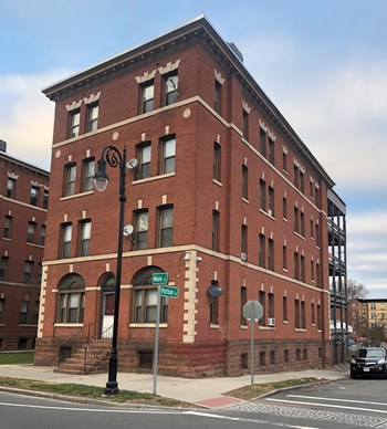 2137-2157 Main Street 3 Beds Apartment for Rent Photo Gallery 1