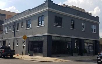 167 Mineola Blvd Studio Apartment for Rent Photo Gallery 1