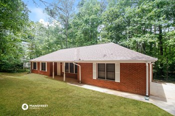 4032 GOLFVIEW DR 3 Beds House for Rent Photo Gallery 1