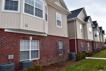 Building #6 - 8452 Towne Center Circle North 3 Beds Apartment for Rent Photo Gallery 1