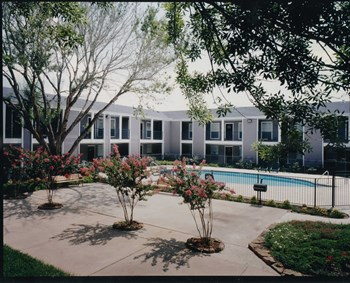 2401 E. Southmore Ave 1-2 Beds Apartment for Rent Photo Gallery 1