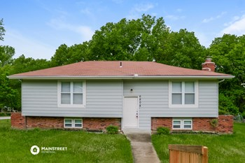 6808 NW VICTOR DR 3 Beds House for Rent Photo Gallery 1