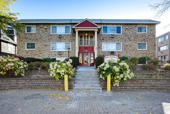 2421 Pillsbury Ave S 1-2 Beds Apartment for Rent Photo Gallery 1