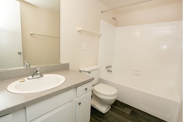 Bathroom   Avesta Baymeadows Jacksonville Apartments Fl