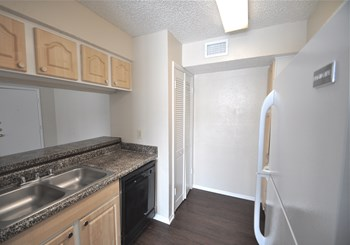 3146 West Northgate Drive 1-2 Beds Apartment for Rent Photo Gallery 1