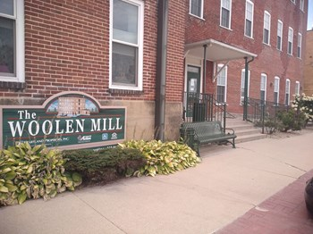 301 W Day Spring Lane 1-2 Beds Apartment for Rent Photo Gallery 1