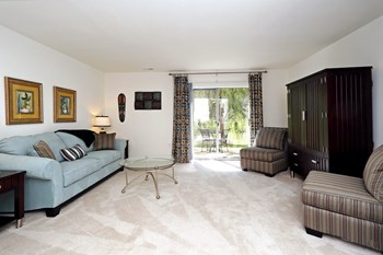 1052 Shadow Arbor Cir 2 Beds Apartment for Rent Photo Gallery 1