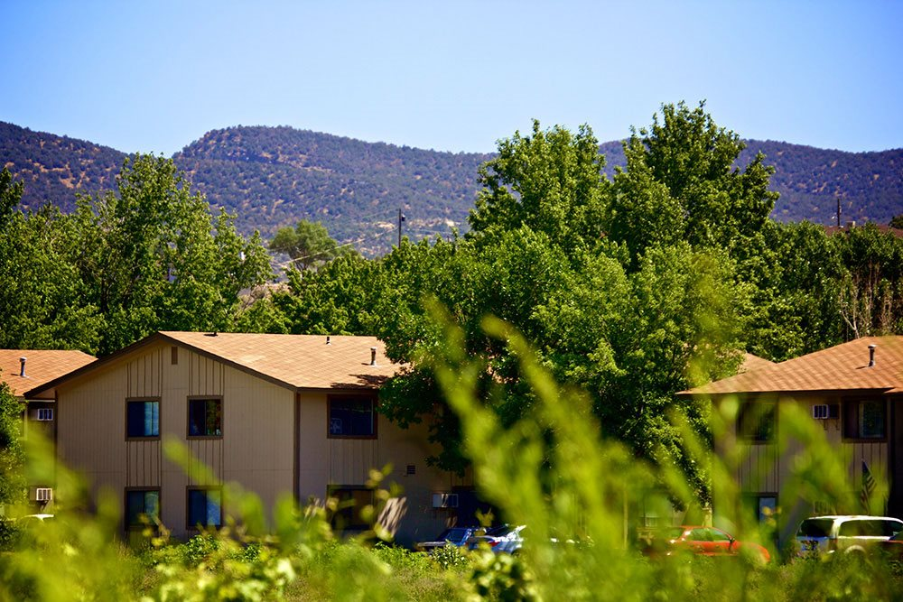 exterior of Country Green Apartments in Canon City CO