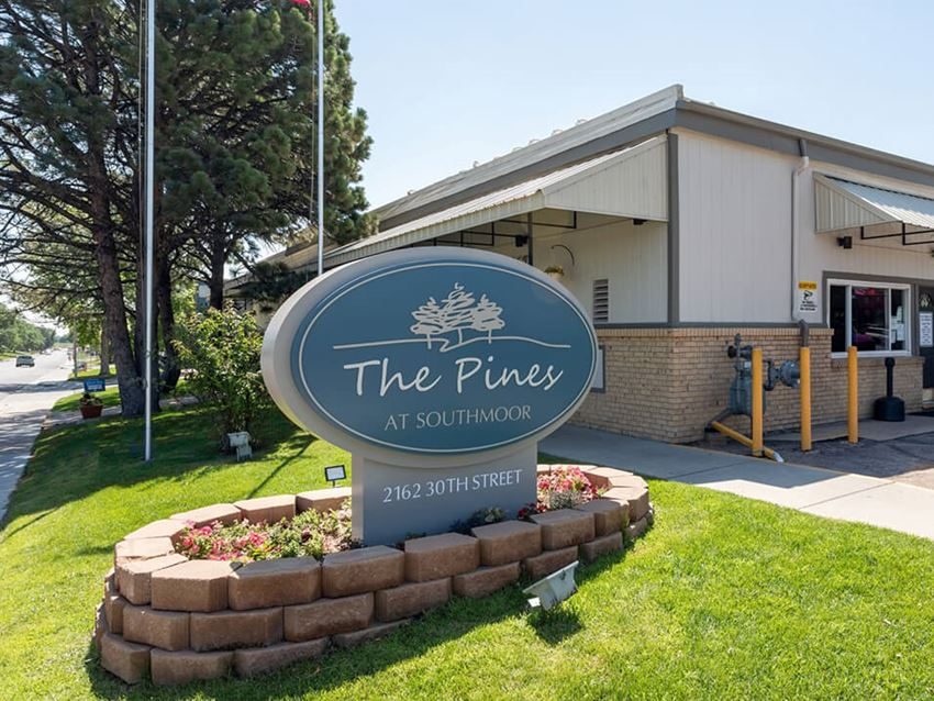 Pines at Southmoor welcome sign