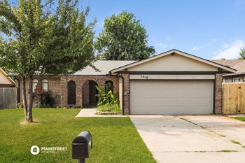 1018 ARLINGTON DR 3 Beds House for Rent Photo Gallery 1