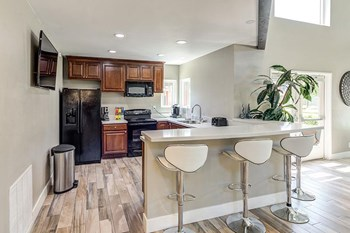 451 Wellesley Drive 3 Beds Apartment for Rent Photo Gallery 1