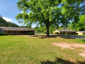 1206 US HWY 82 West 3 Beds Apartment for Rent Photo Gallery 1