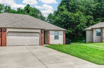 1907 S Bryson Cir 2 Beds House for Rent Photo Gallery 1