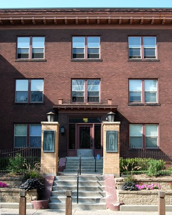 03 - 1807 2Nd Avenue South Studio Apartment for Rent Photo Gallery 1