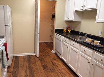 500 Manor View Drive 1-3 Beds Apartment for Rent Photo Gallery 1