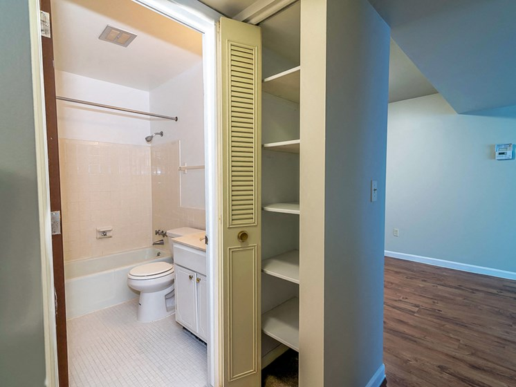 Apartments in Muskegon Closet