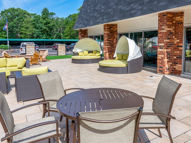 Apartments in Muskegon Outdoor Lounge