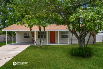 2300 23RD AVE W 3 Beds House for Rent Photo Gallery 1