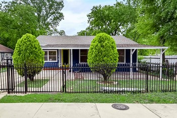 2306 Custer Drive 4 Beds House for Rent Photo Gallery 1