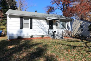 717 Robert 2 Beds House for Rent Photo Gallery 1