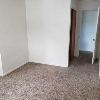 410 SE Mckenzie St Studio Apartment for Rent Photo Gallery 1