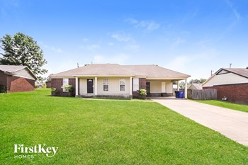 4596 Fontaine Place 3 Beds House for Rent Photo Gallery 1