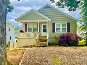 646 Delphine Ave 1 Bed House for Rent Photo Gallery 1