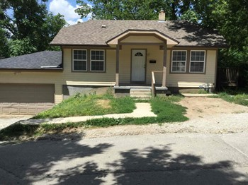 9520 E 14th 3 Beds House for Rent Photo Gallery 1