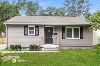 3008 S Northern  Boulevard 3 Beds House for Rent Photo Gallery 1