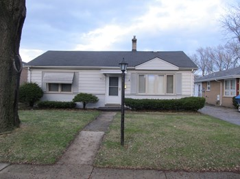 9111 S. Tulley 3 Beds House for Rent Photo Gallery 1