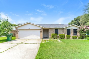 618 S Waxahachie Street 3 Beds House for Rent Photo Gallery 1