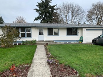 1001 141St Street East 4 Beds House for Rent Photo Gallery 1