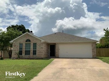 305 Sweetwater Drive 3 Beds House for Rent Photo Gallery 1