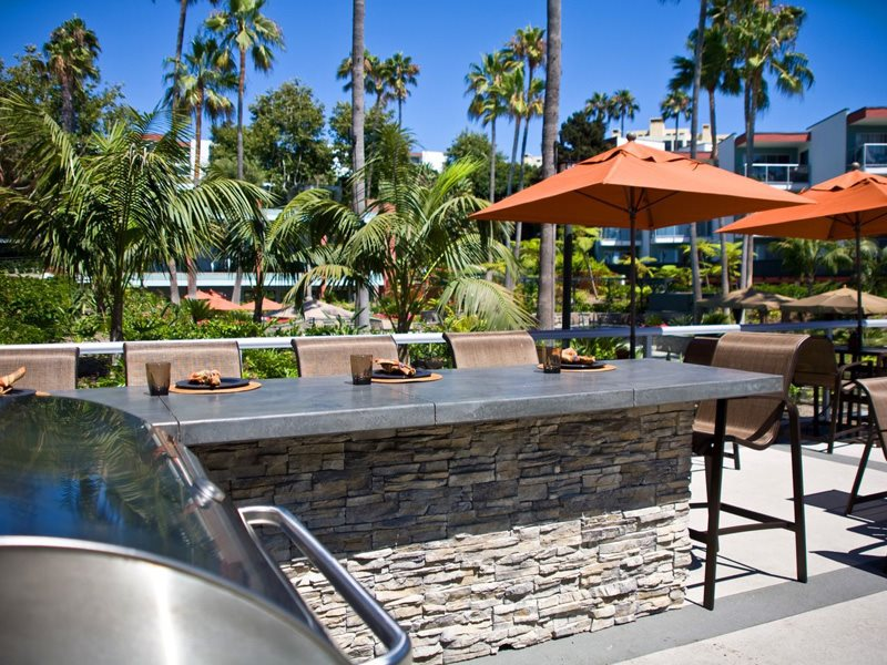 Ocean-Club-Amenities-Barbecue-Dining-Redondo-Beach-Apartments