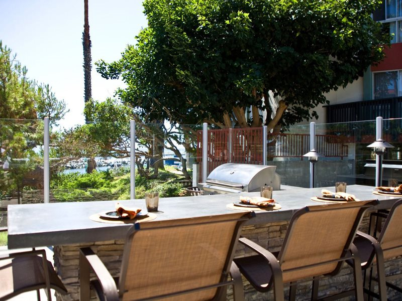Ocean-Club-Amenities-Barbecue-Redondo-Beach-Apartments