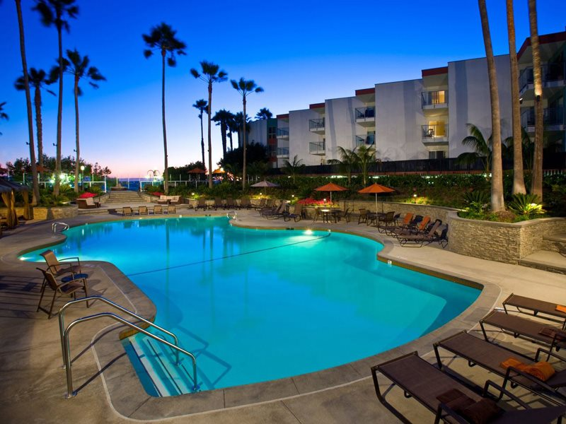 Ocean-Club-Amenities-Pool-Redondo-Beach-Apartments