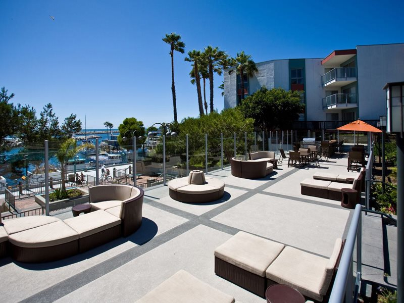 Ocean-Club-Exterior-Entertainment-Deck-Redondo-Beach-Apartments