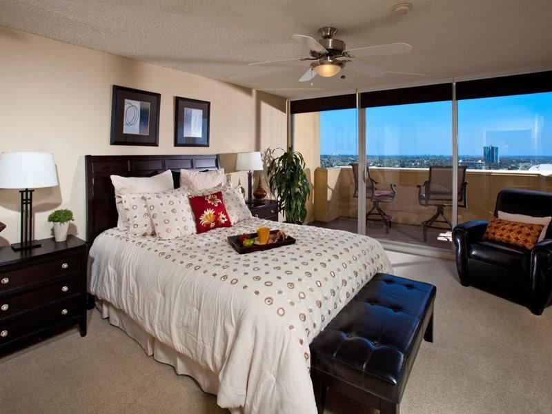 1900-Ocean-Interiors-Bedroom