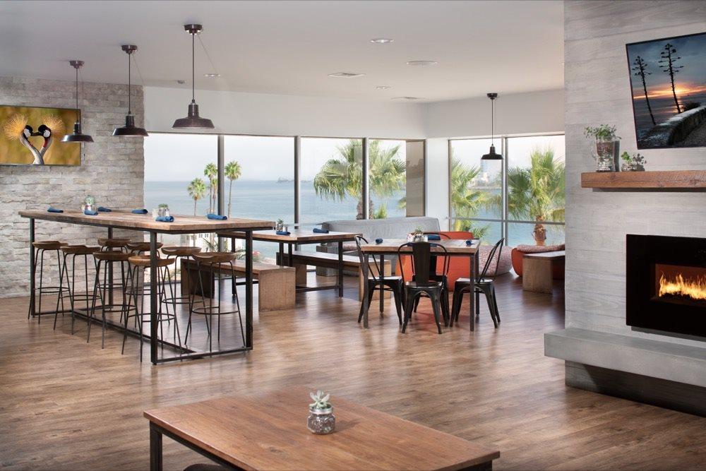 1900-ocean-beach-club-apartments-lounge