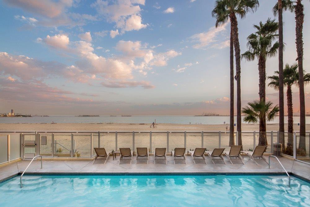 luxury-ocean-front-long-beach-pools